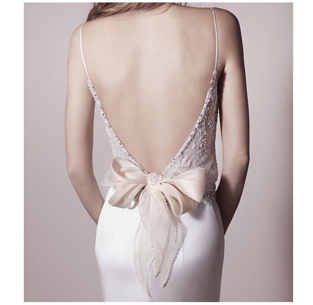 Espalda vestido novia con lazo
