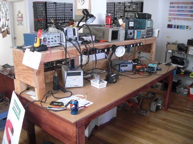 Electronic Technician Work Benches : A descent wooden electronics test bench