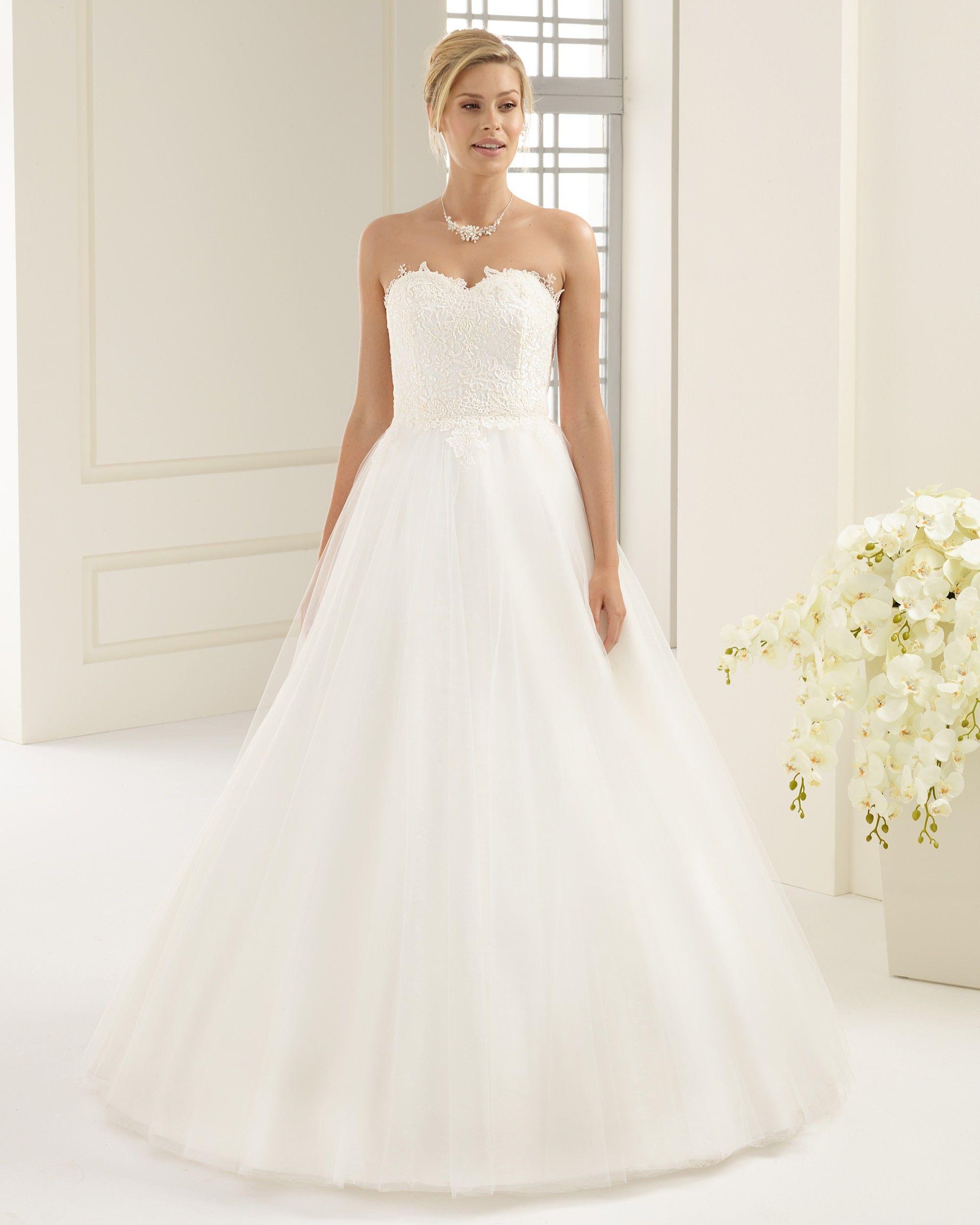 robe de mariée en tulle et très belle dentelle