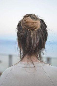 Astuces pour cheveux gras - Soins, gestes et coiffures