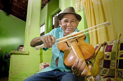 O músico e luthier  Nelson da Rabeca ministra um workshop especial no Sesc Santana,  neste sábado, 30, às 19h. Na ocasião, conta sobre sua trajetória e apresenta as peculiaridades do instrumento que virou seu sobrenome.