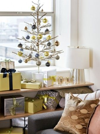 domino magazine christmas | Original_Cassandra-LaValle-Holiday-Theme-Living-Room-Close-Up_s3x4_lg
