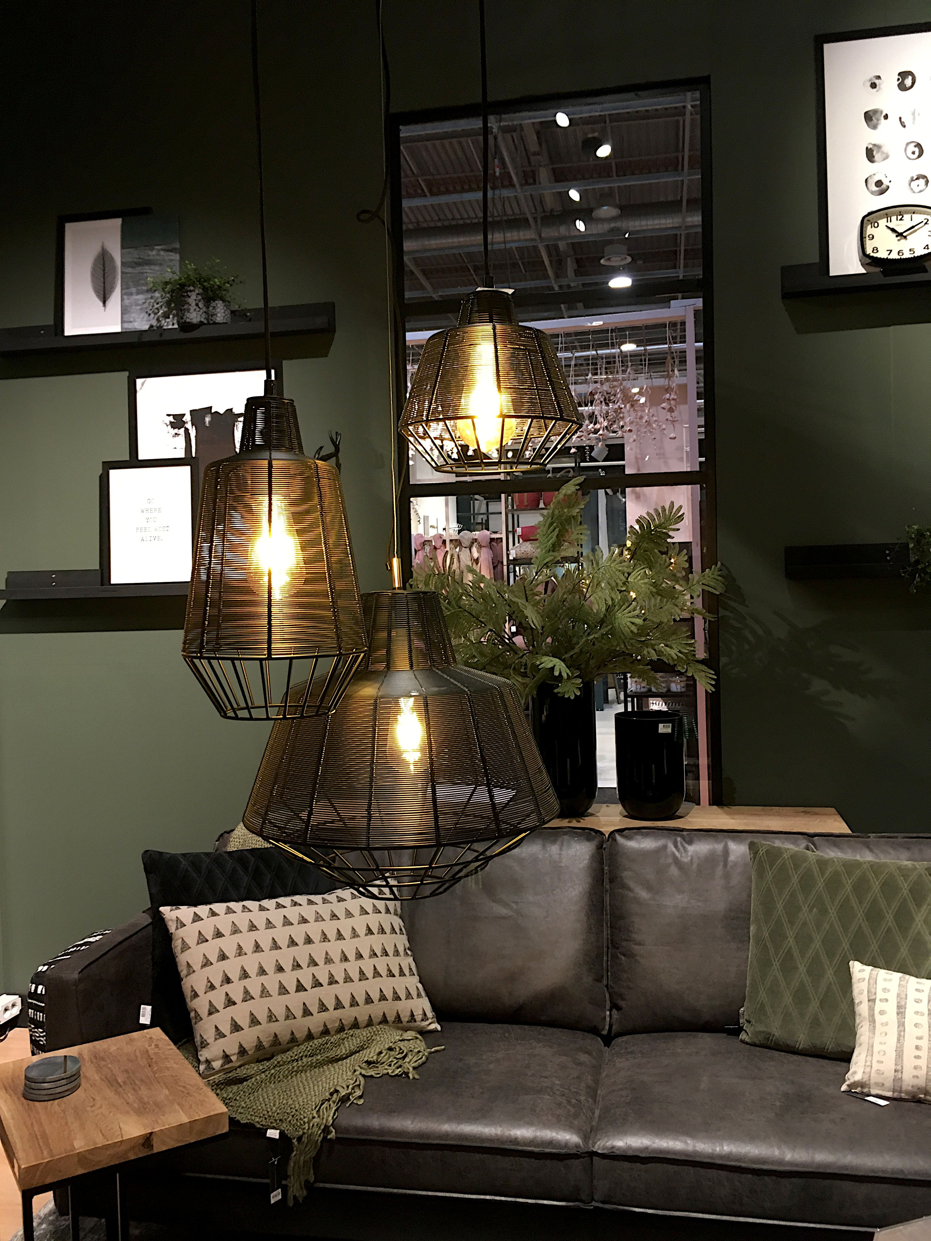 Pour un style industriel cosy optez pour le kaki dans la décoration. Sur les murs il donnera de ...