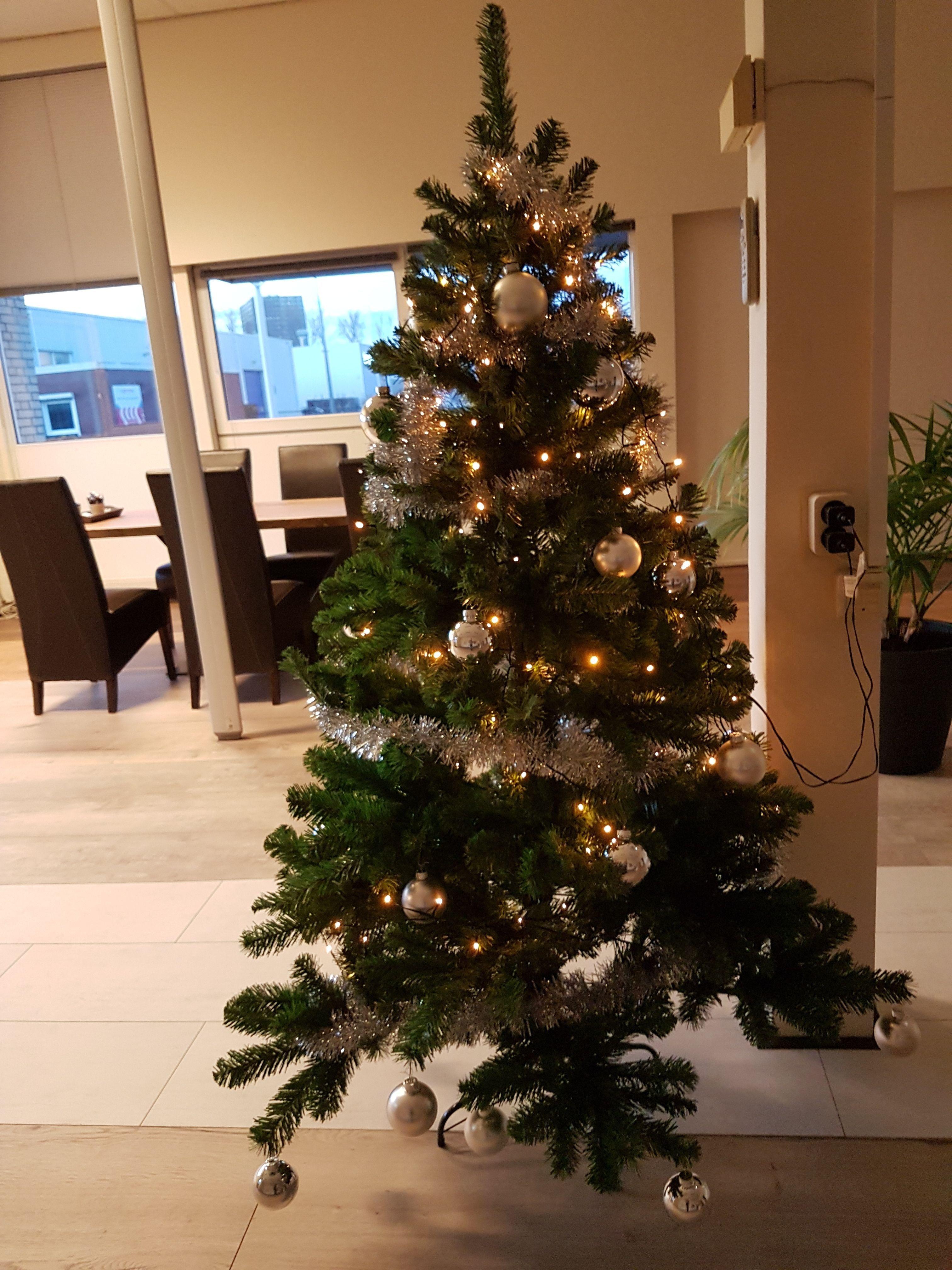 Kerstboom Steigerhout Dicht Met Led Verlichting 170 Cm Actie Kerst