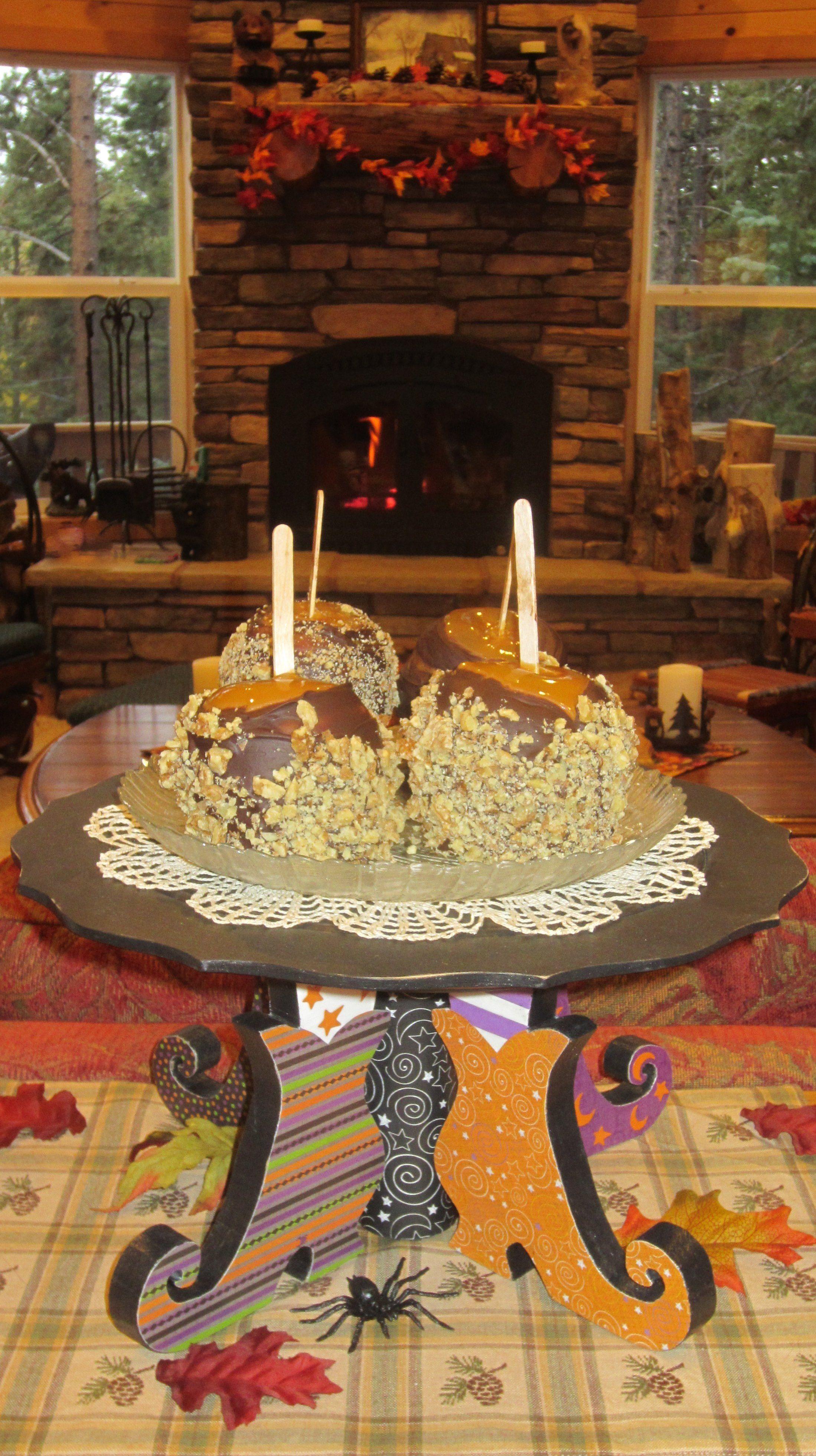 Halloween Cake Plate Stand & Halloween Bloody Eyeball Cupcakes