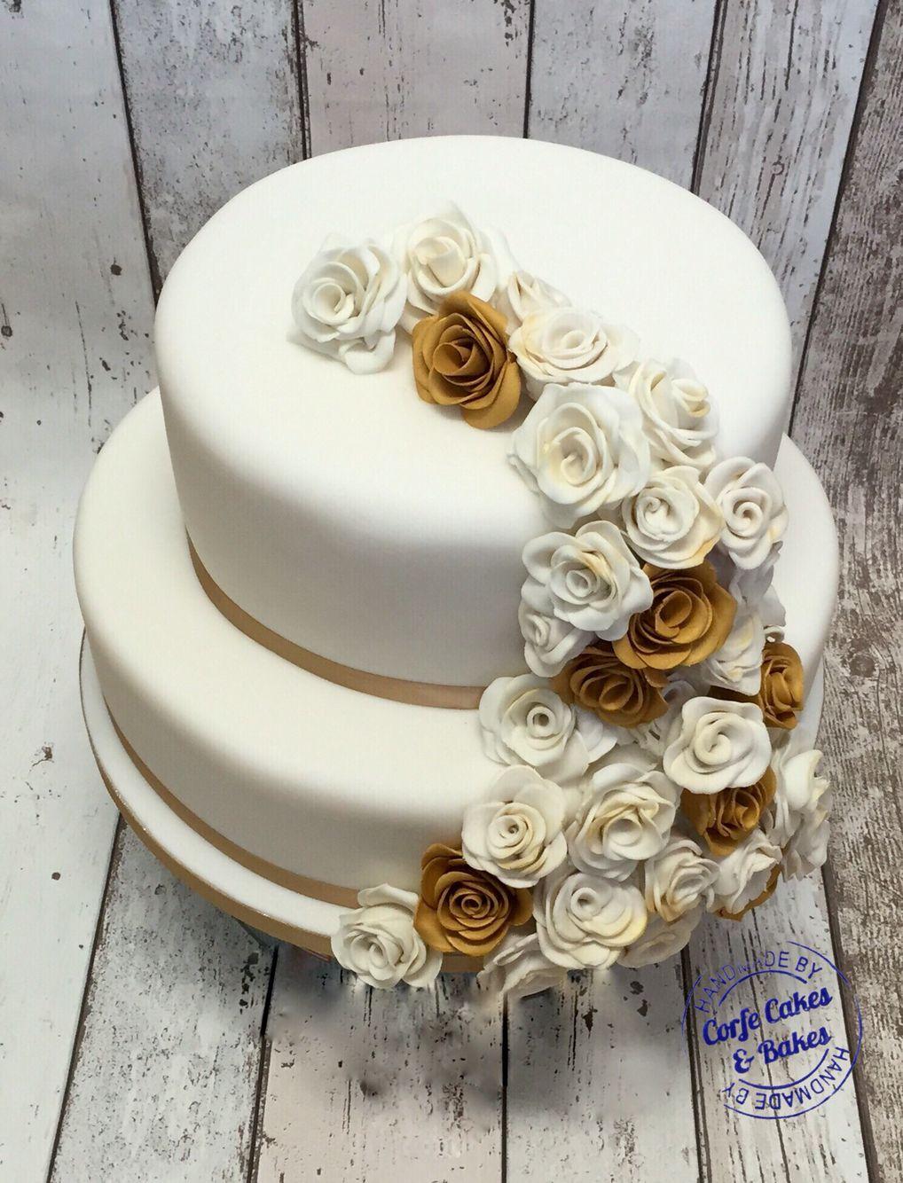 Cream and gold roses wedding cake Wedding cake roses