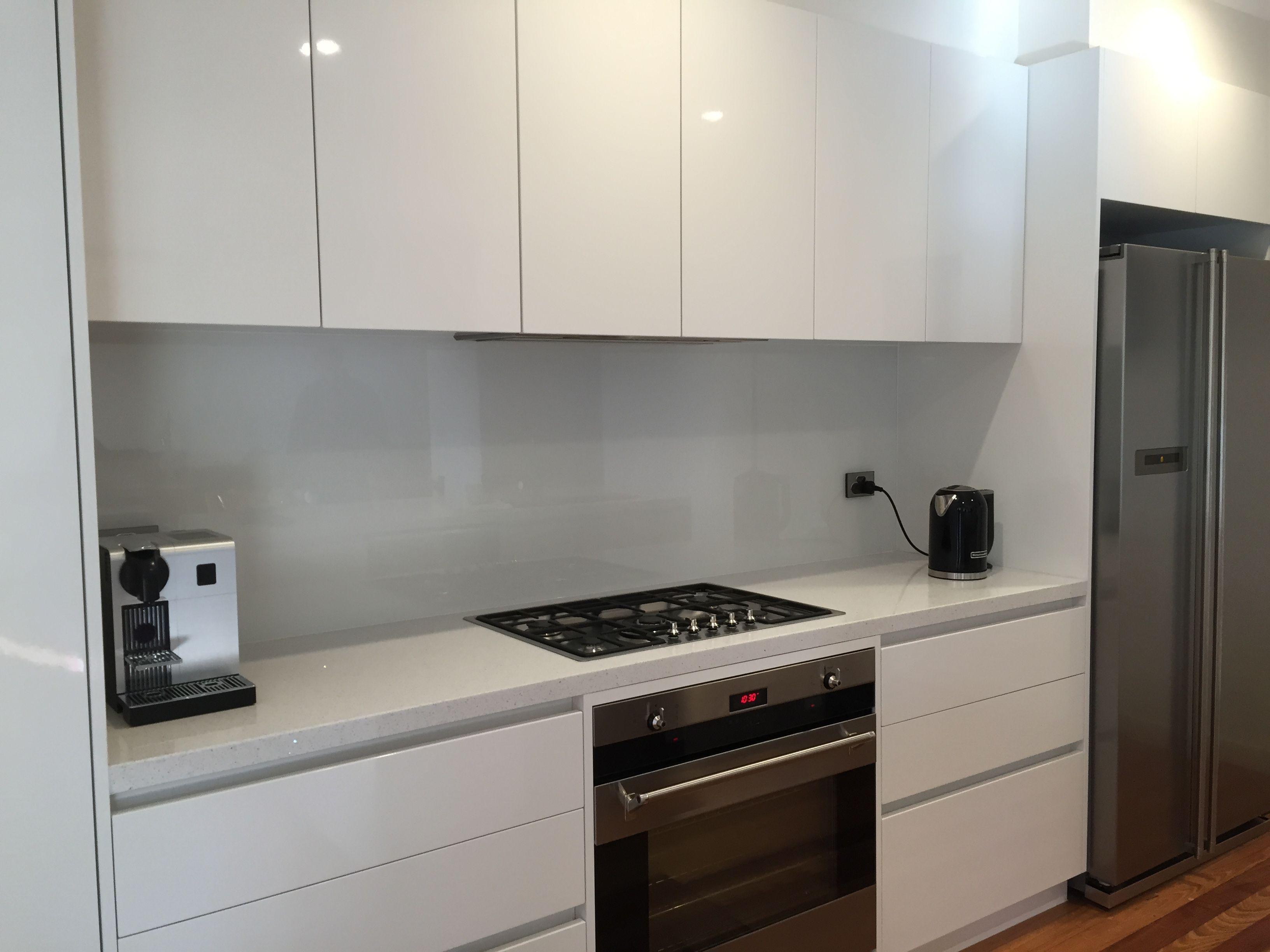 Download Wallpaper White Kitchen Dark Grey Splashback