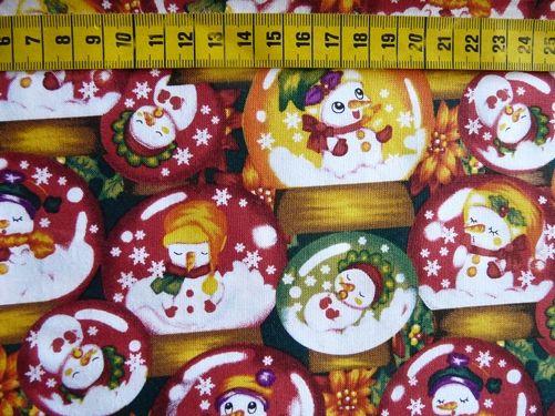 """Kerst - Katoenen stof met een print van """"sneeuwbollen"""" met daarin kerstmannetjes, veelkleurig"""