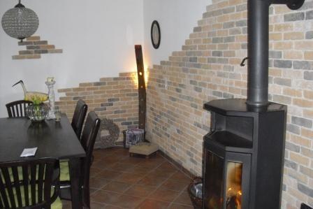 steinwand hinter einem ofen | wohnzimmer | pinterest | steinwand, Badezimmer