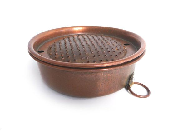 Vintage Italian Rustic Copper Cheese Grater Parmesan Cheese Holder With Lid Grater Kitchen Tools Collectibles 1940s With Images Copper Crush Rustic Copper Copper Kitchen