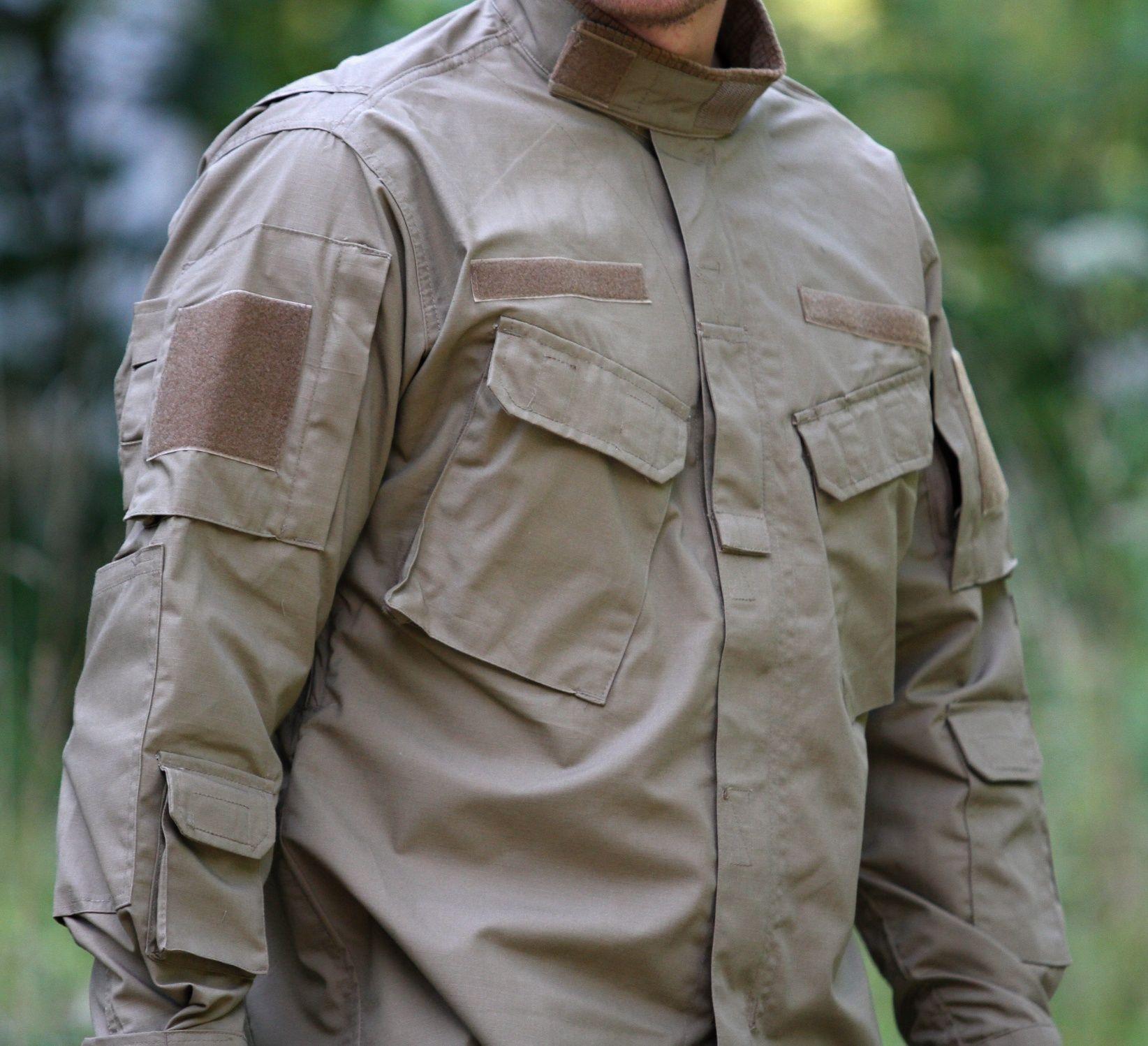 Na modernej uniforme taktiež nesmie chýbať ani golier, ktorý sa dá zapnúť a to nám rozhodne zabezpečí ochranu celého krku. Vrecká sú šité šikmým spôsobom a to nám rozhodne zabezpečuje rýchly prístup do vreciek v prípade ak máme na sebe nejakú vestu alebo inú ďalšiu vrstvu oblečenia. http://www.armyoriginal.sk/3145/124801/bluza-cpu-coyote-helikon.html