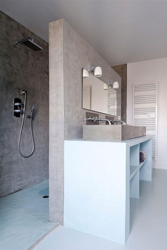 Une Villa A La Francaise Co Badezimmer Badezimmerideen Und Gemauerte Dusche
