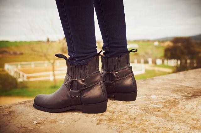 Short biker boots