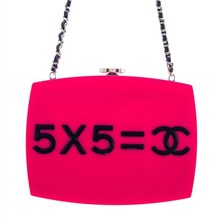 """Pin for Later: Es ist nicht zu früh, diese 17 It-Bags auf euren Wunschzettel zu schreiben Die Tasche: Chanel """"Je ne suis pas en solde"""" Minaudière Chanel """"Je ne suis pas en solde"""" Clutch (ca. 10.571 €)"""