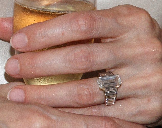 Up Close And Perfect Angelina Jolie S 250 000 Engagement Ring Which Took Perfectionist Brad Pitt A Year To Design Angelina Jolie Engagement Ring Celebrity Engagement Rings Angelina Engagement Ring