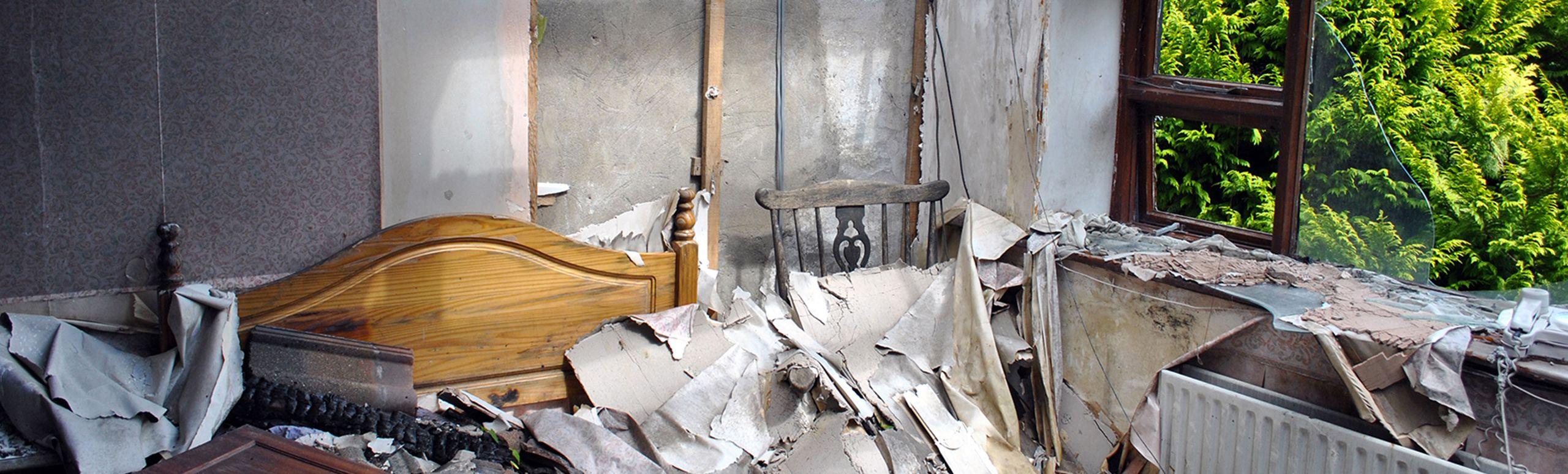 Incendi e allagamenti sono la causa di gravi danni alle abitazioni: http://mbecocleaning.com/index.php/pulizia-post-incendio/ #Puliziapostincendio #impresadipulizie