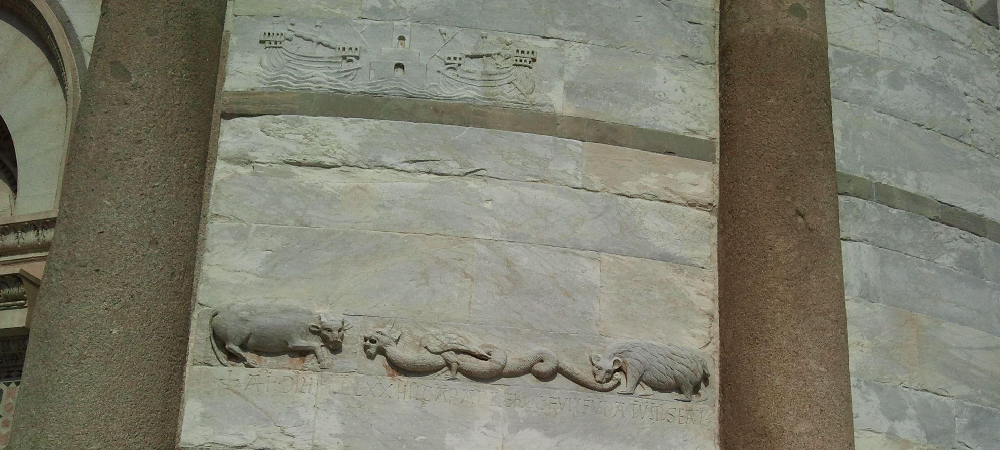 Sul muro esterno del Battistero di #Pisa, Piazza dei Miracoli