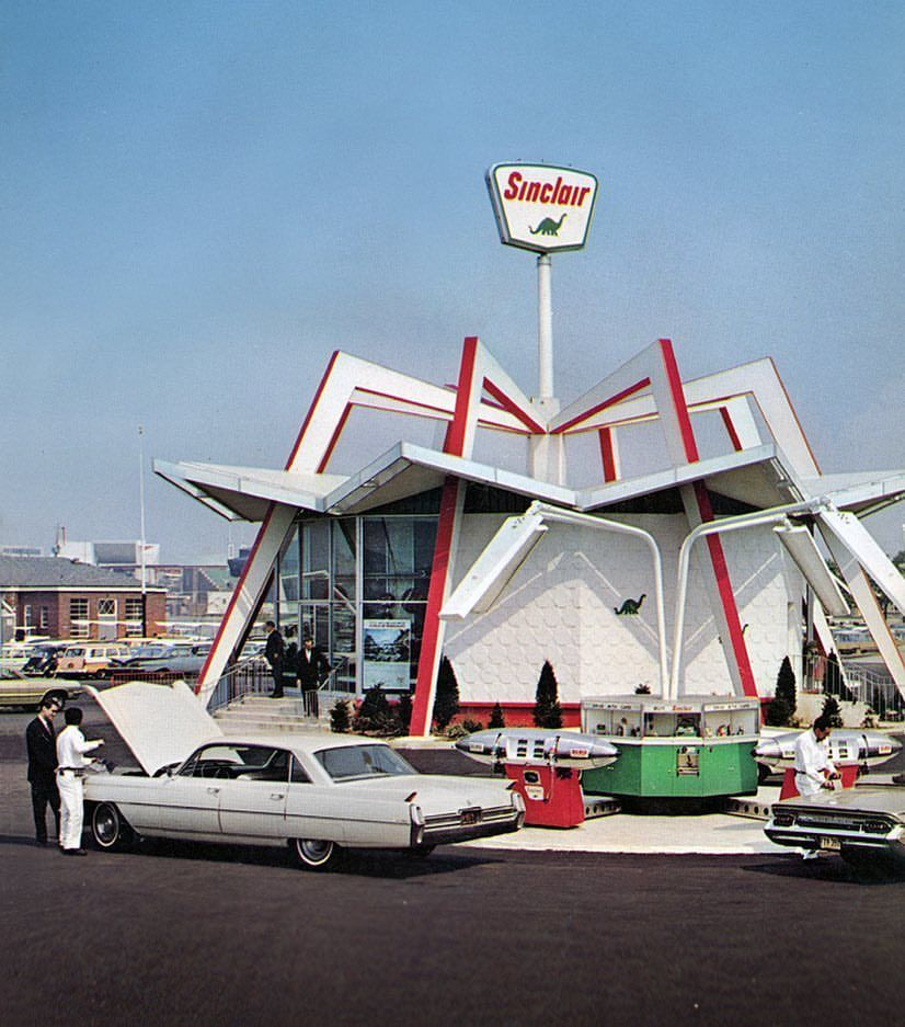 Some Googie architecture with a Sinclair gas station built