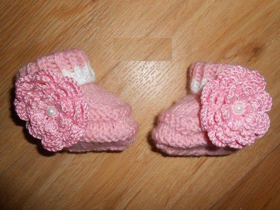 Chaussons bébé laine rose fleur au crochet , chaussons naissance maternité