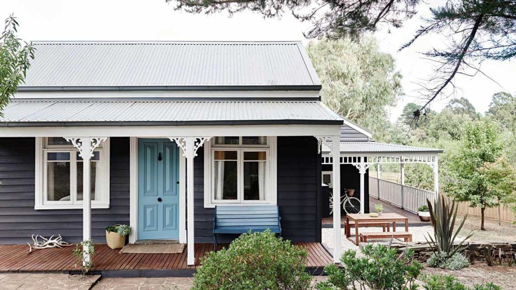 Insideout cottage exterior daylesford exterior paint for Small cottage exterior colors