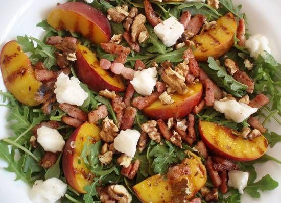 Salade Van Spekjes, Walnoten, Rucola, Geitenkaas &perzik recept | Smulweb.nl