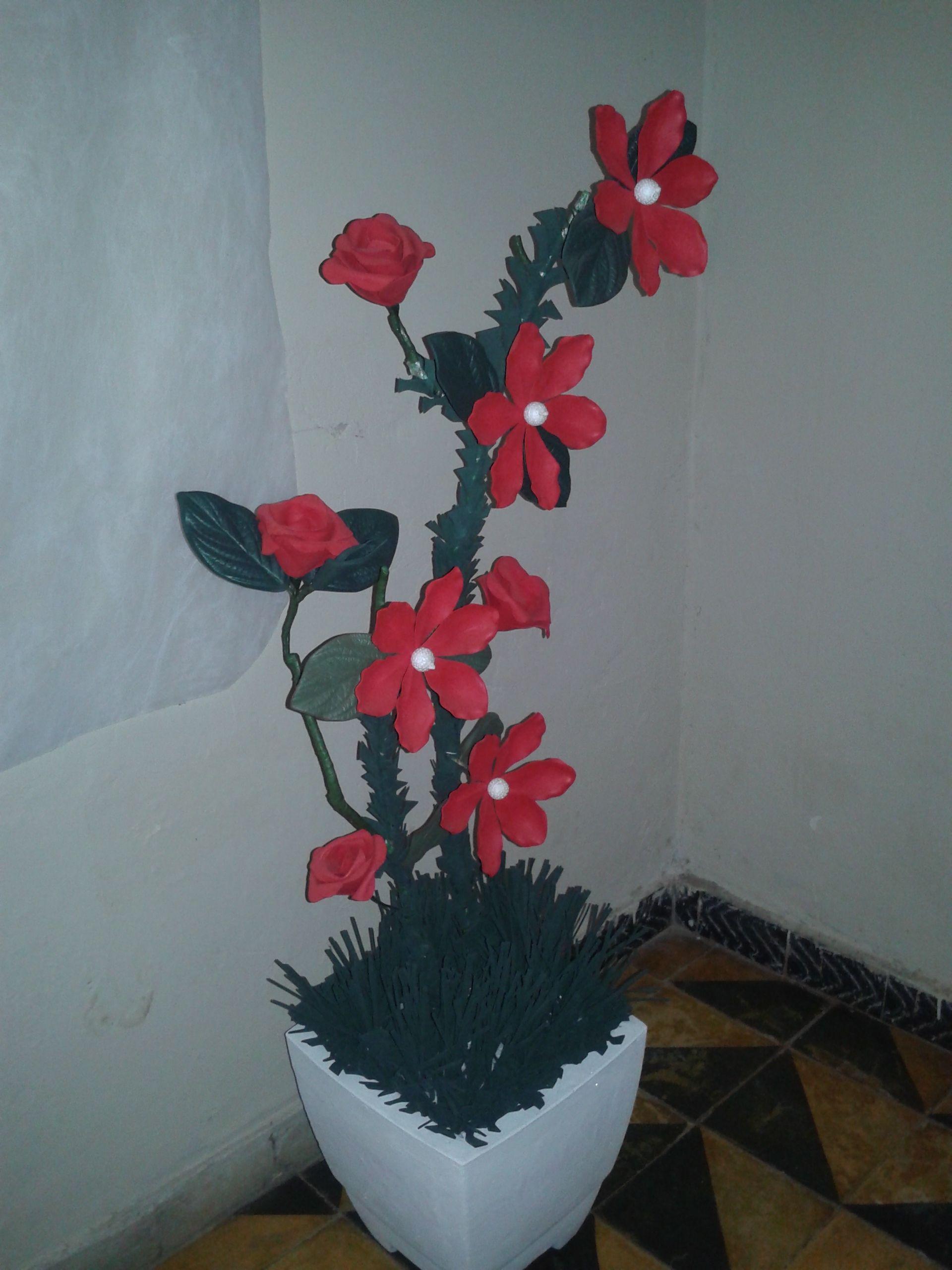 Arranjo Floral De Canto Feito Com E V A E Vaso Em Cimento