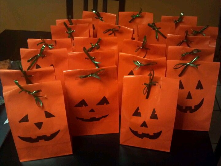 Halloween goody bags- i made these for the 2nd grade class | Halloween  goodie bags, Halloween goodies, Halloween bags