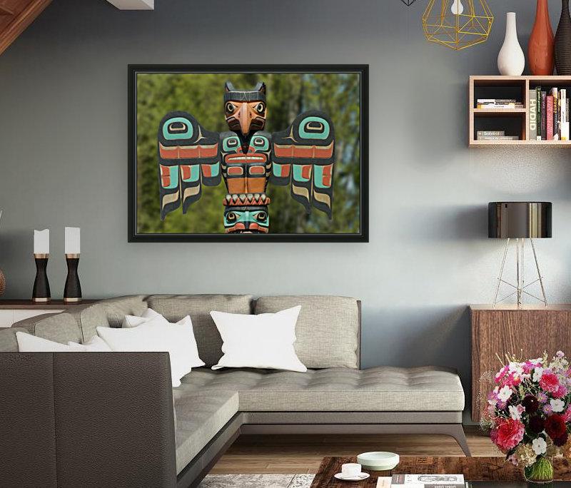 Eagle Eyes Totem - Leslie Montgomery #LeslieMontgomery #Pictorem #WallArt #PhotoArt #PhotoAbstract #TotemPole #Statue #Totem #
