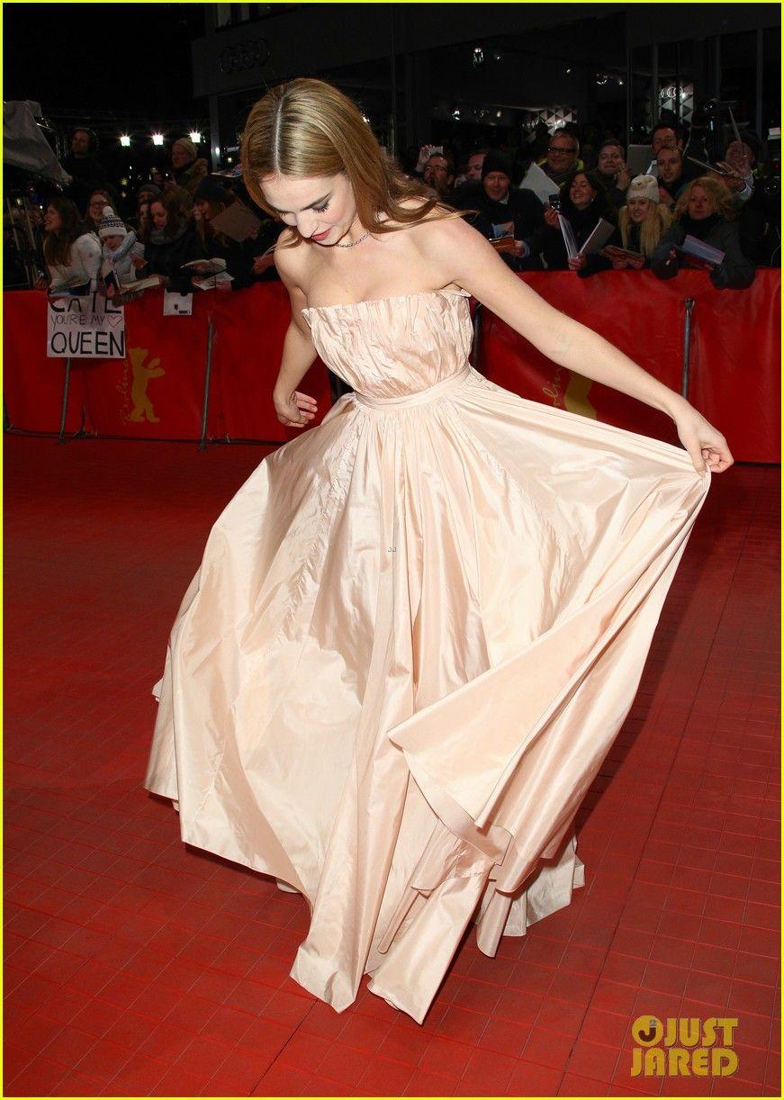 Lily james waist was not digitally altered in cinderella trailer