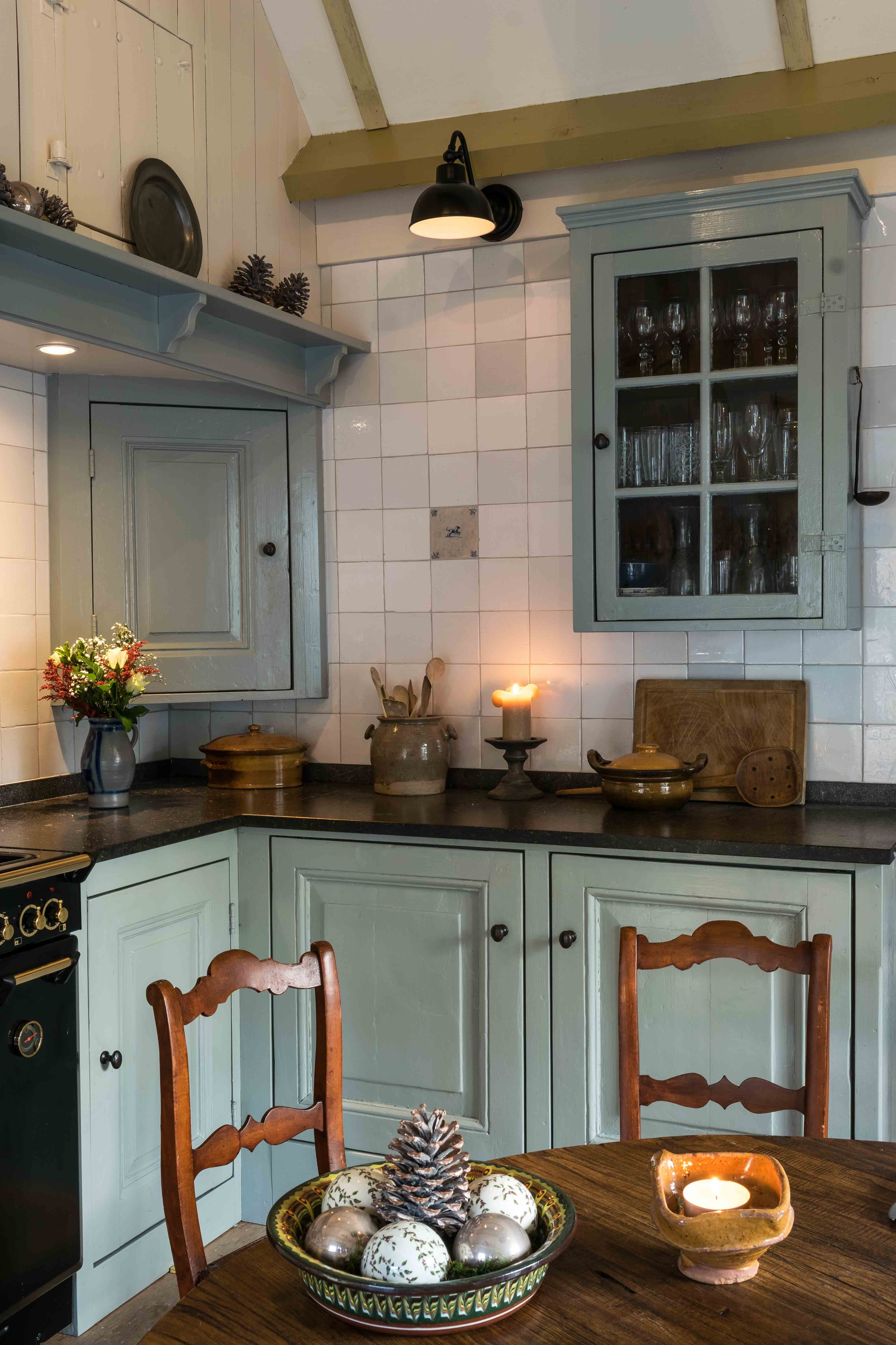 Rustic kitchen with Dutch tiles ( friese witjes ) | Monument ...
