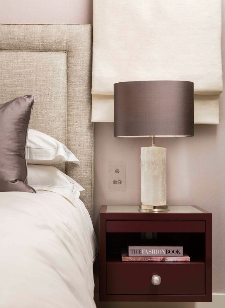 Elegantes badezimmerdesign das renovierte belgravia apartment ist ein elegantes piedaterre