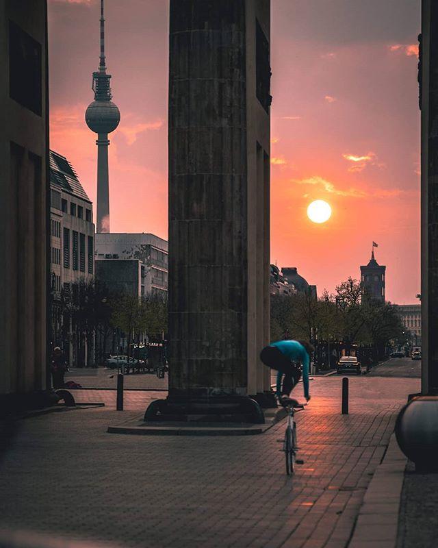 Blick Auf Den Fernsehturm In 2020 Wonders Of The World Berlin Today Berlin