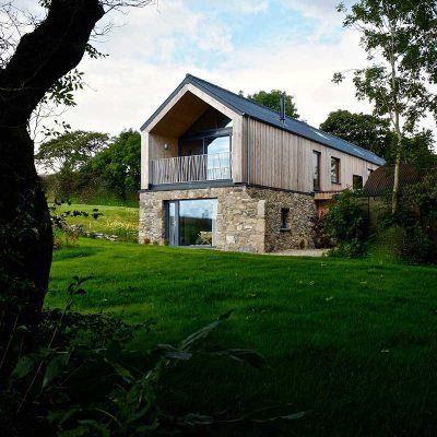 Une belle maison alliant pierre et bois pour un rendu charmant