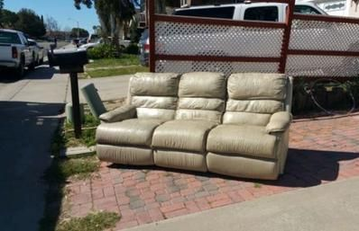 Old Couch Removal Couch Haul Away Junk Couch Sofa Section Hide Away Bed  Removal Service And Cost | Service Vegas