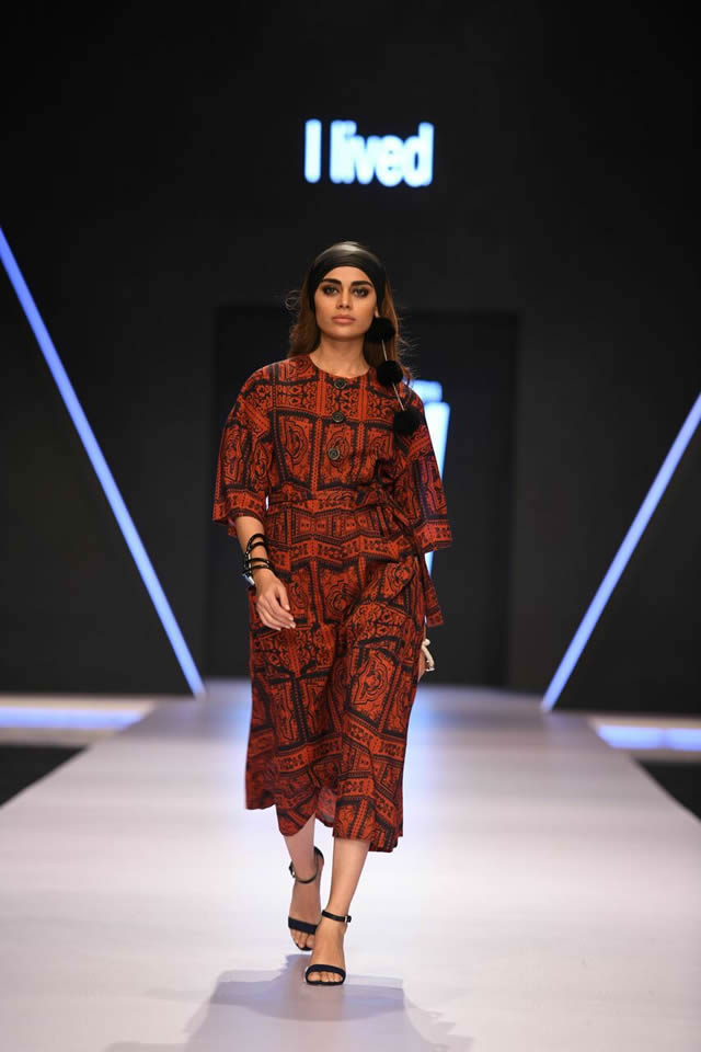 Gulabo By Maheen Khan Collection At Fpw 2018 2020 Online Shopping In Pakistan Dikhawa Fashion Fashion Fashion Design Pakistani Fashion