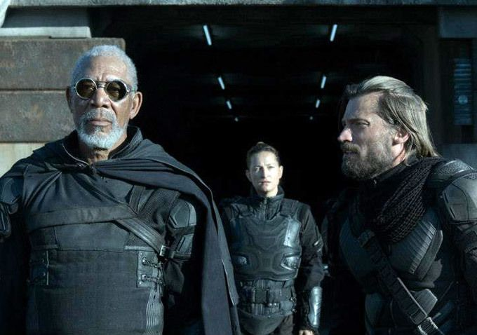 Morgan Freeman Leads The Cast In This Scene From Oblivion Hoeden