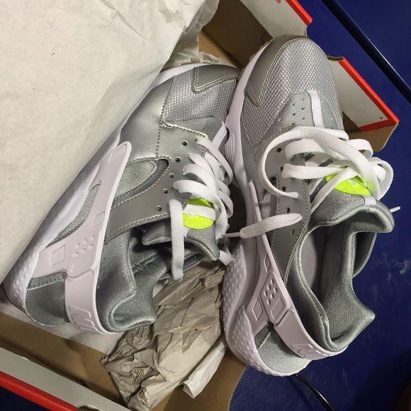 newest 42bca c3b65 Nike Huarache SILVER/VOLT/WHITE GS size 6.5y Huaraches run ...