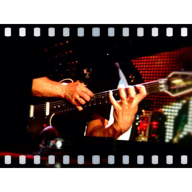 Eddie Van Halen's Guitar Solo At Rogers Arena- May 7, 2012