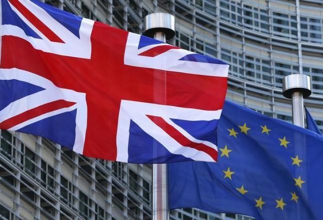 En poco más de una semana los británicos votan si permanecen o no en la Unión Europea. ¿Y eso a nosotros, a los españoles, cómo nos afecta? Pues aunque pudiera parecernos que esto es una cosa suya, la verdad es que a los europeos en general, y a los españoles en particular nos afecta, y ...