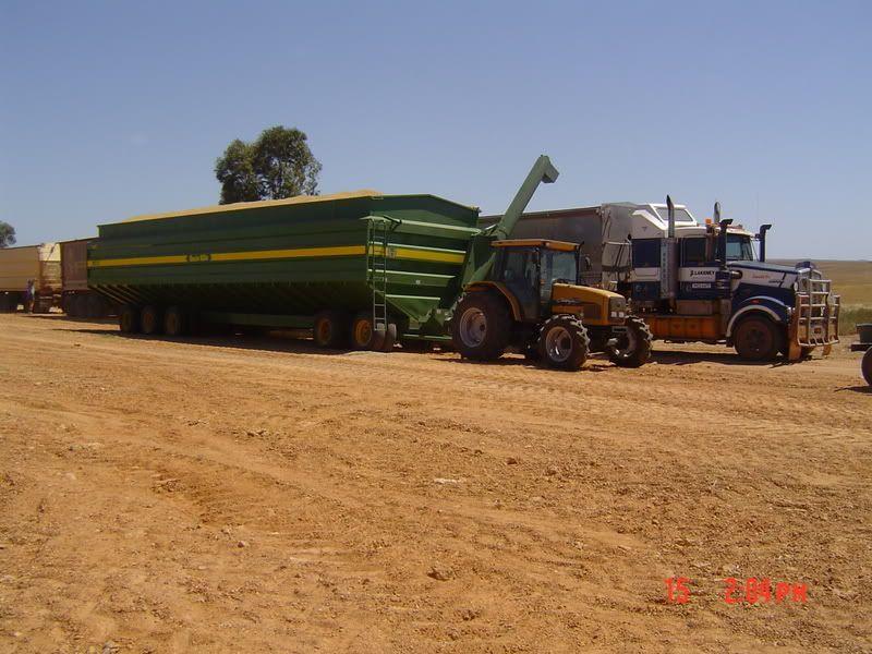 how many tons per load the combine forum farm engins pinterest tracteur. Black Bedroom Furniture Sets. Home Design Ideas