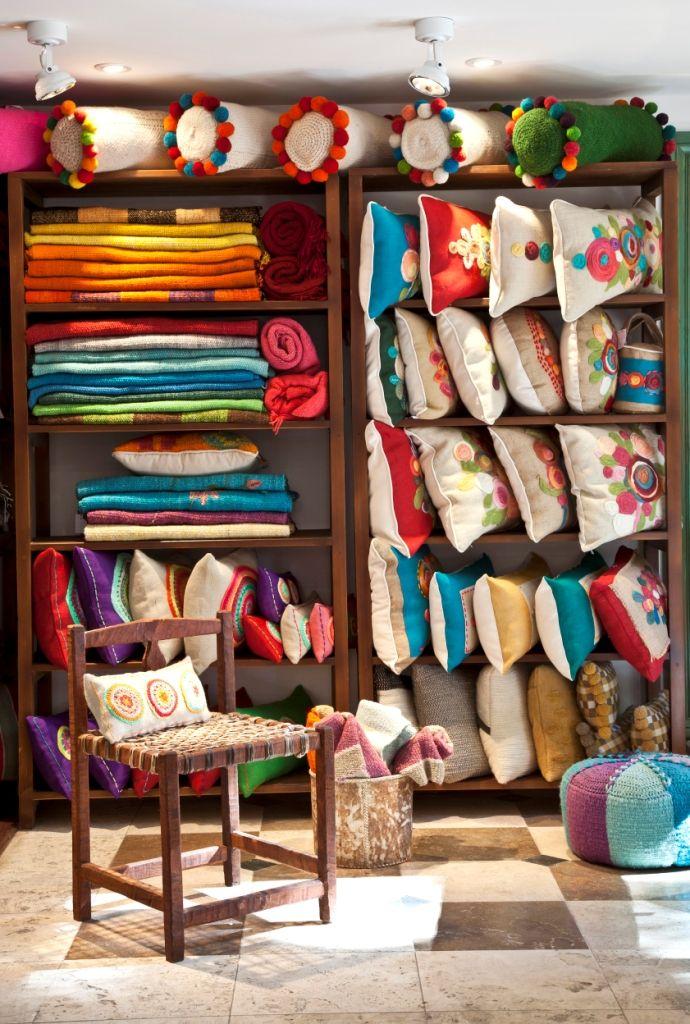 Almohadones, pies de cama, sillas y muebles monte | Amancay ...
