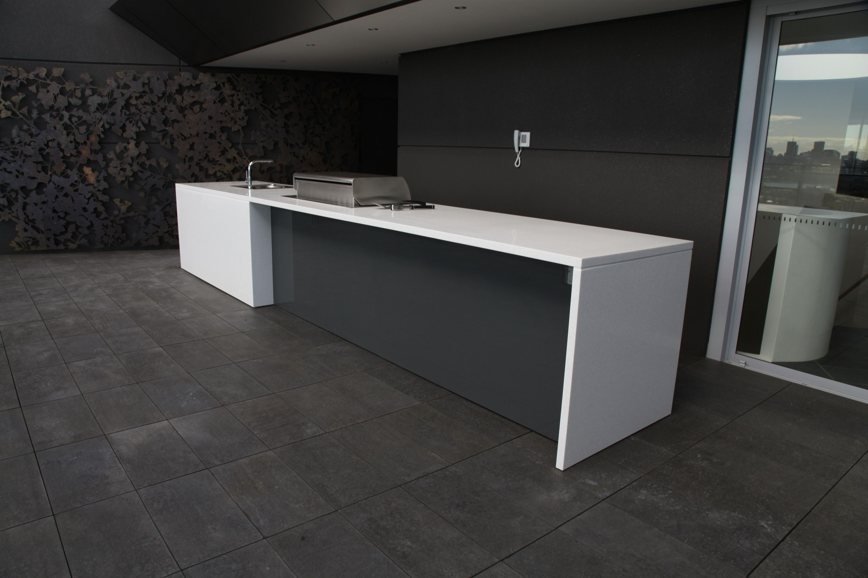 Tavolo Corian ~ Corian kitchen benchtop with waterfall edges for a slick look