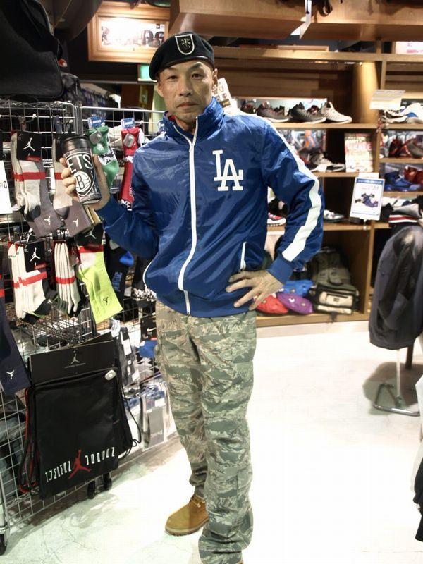 【大阪店】 2013年3月13日  ジョニー氏より一言  「アメリカ4大スポーツを取り揃えるセレクションなら日本以外にもアメリカを応援せなあかん!」  ありがとうございます。他国も応援しWBC全体の活性化を目指していきたいと思います。 #mlb