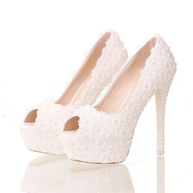 0881f2ed5 2016 Os Novos Saltos Super Altos Sapatos Flor de Renda Branca Sapatos de  Casamento da noiva com Pérolas Finas Sandálias Brinde Peixe À Prova D' Água  boca