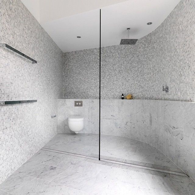 Luigirosselli Designed Home Curved Walls All In Carrara 100 600 Laid Vertically With Matching Penny Rounds Tile Decor Desi Bathroom Ideas Bathr