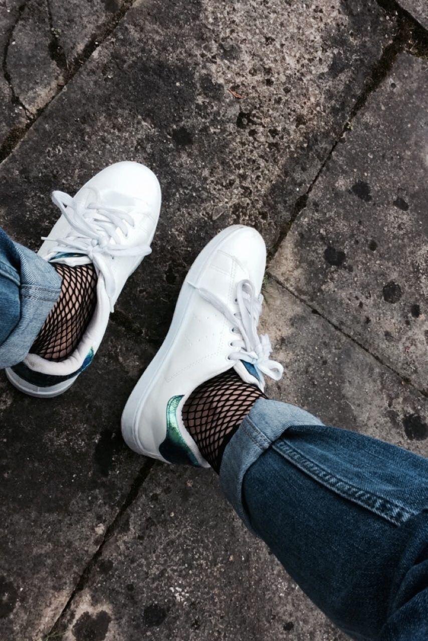 1df34f0adfb9 White sneakers + fish net socks and mom jeans   FASHION davina.mah ...