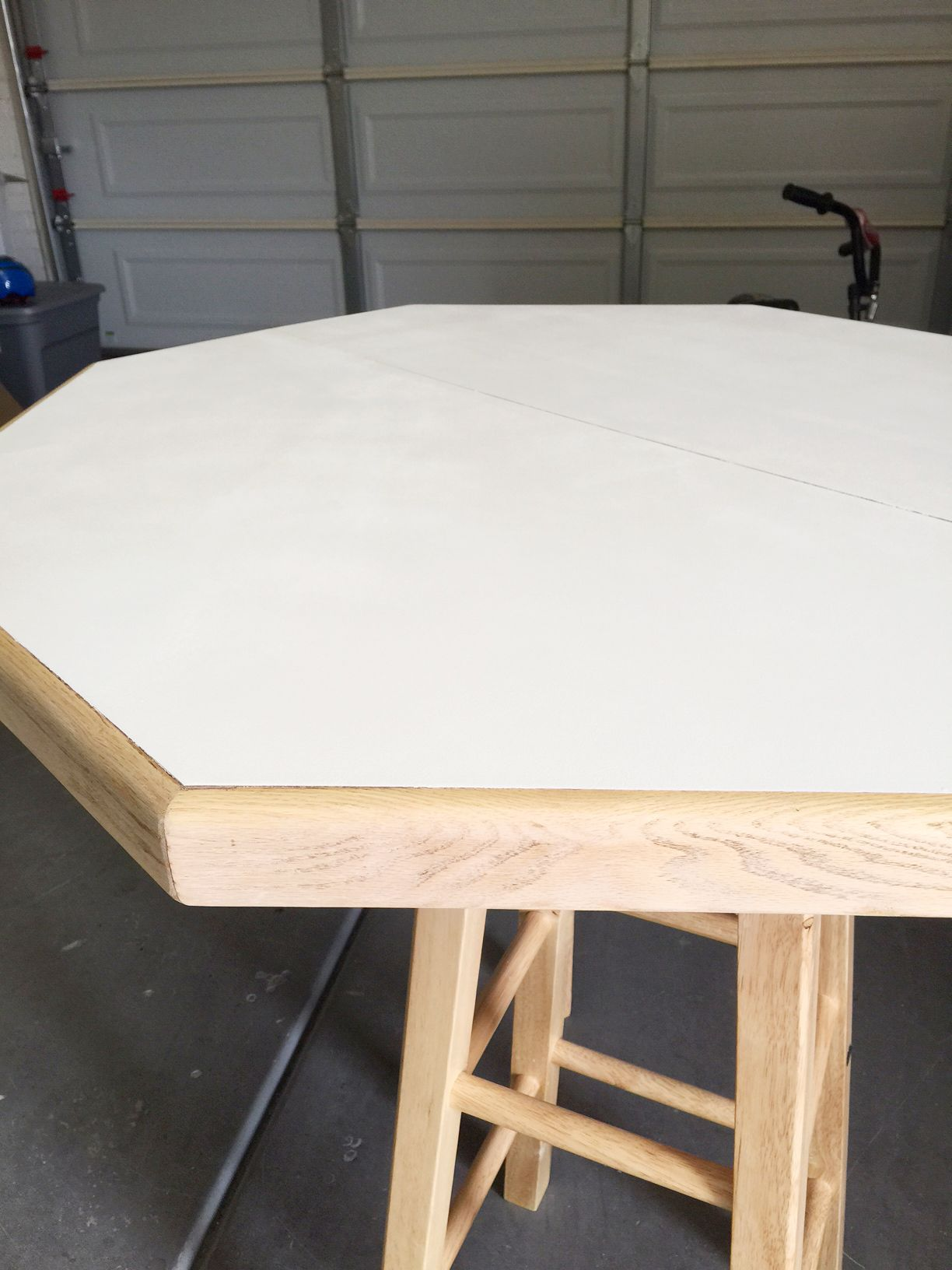 Laminat Streichen Easy Diy Octagon Table And How To Paint Laminate Blogger Home