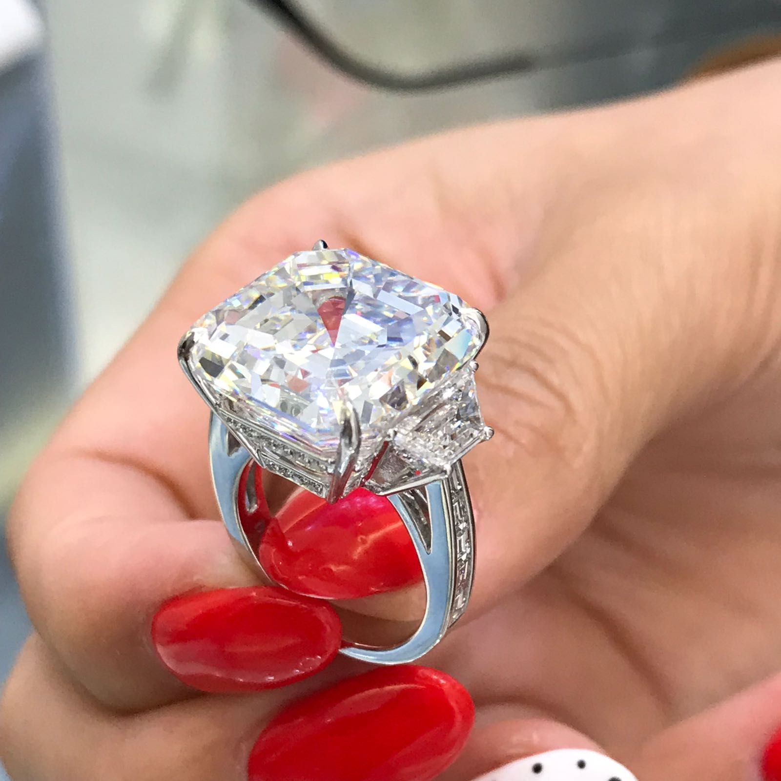 In Life Size Is Not All That Matters But Sometimes It Does This 30 Carat Diamond Will Be Worn On Daily B Pricing Jewelry Jewelry Rings Engagement Jewelry
