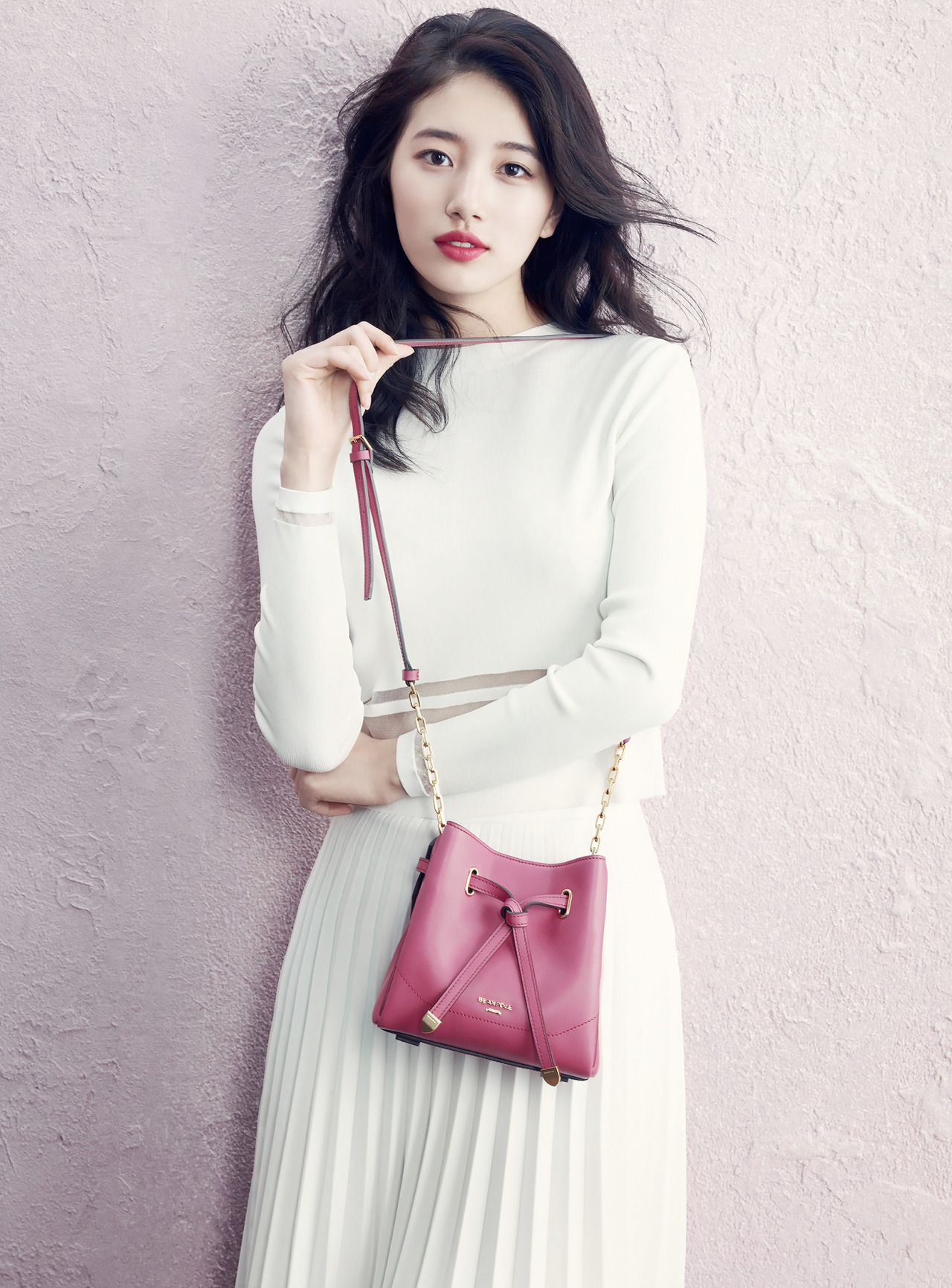 Full white + a pop of color // [CF] Miss A Suzy – Bean Pole S/S 2015