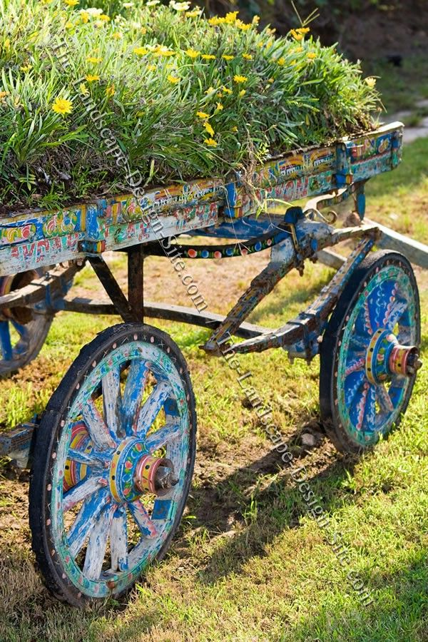 Painted Wagon Garden Planter (Idea! Maybe Do An Art Pice With Old Vintage  Wheels